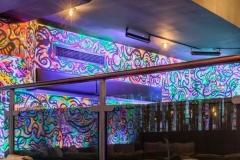 O mural fluorescente é uma das atrações do local