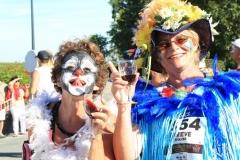 Correr fantasiado é parte da tradição da maratona de Medoc